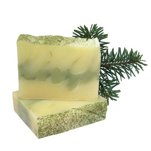 Ingrediente:Uleiuri saponificate de palmier, cocos, masline, floarea soarelui, unt shea, ricin, ulei esential de pin, argila verde